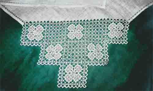 Вышивка на уголках для новорожденных